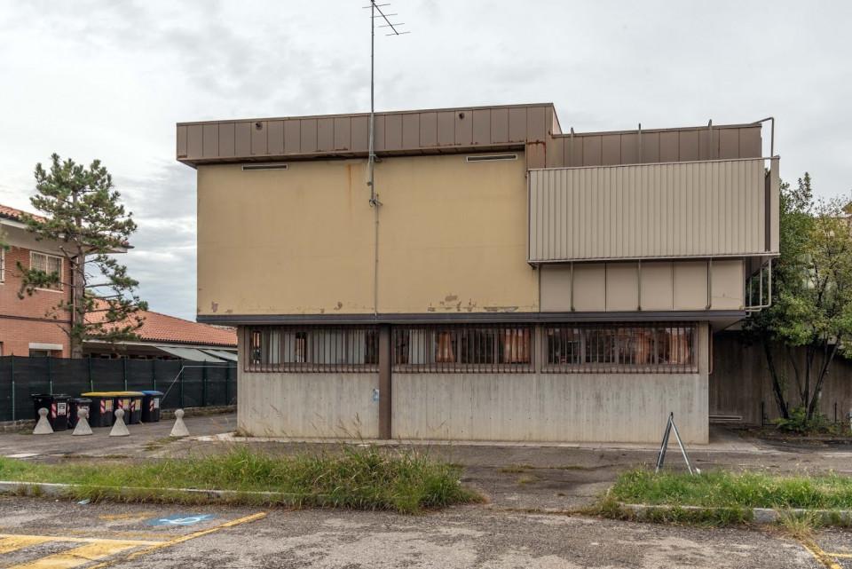 Sede del Comune di Calderara. Il muro  prima dell'affissione>