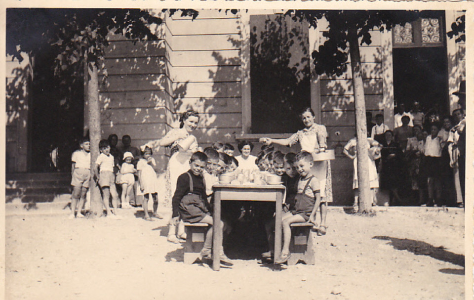 Bambini di Camugnano ospiti a Calderara, 1960