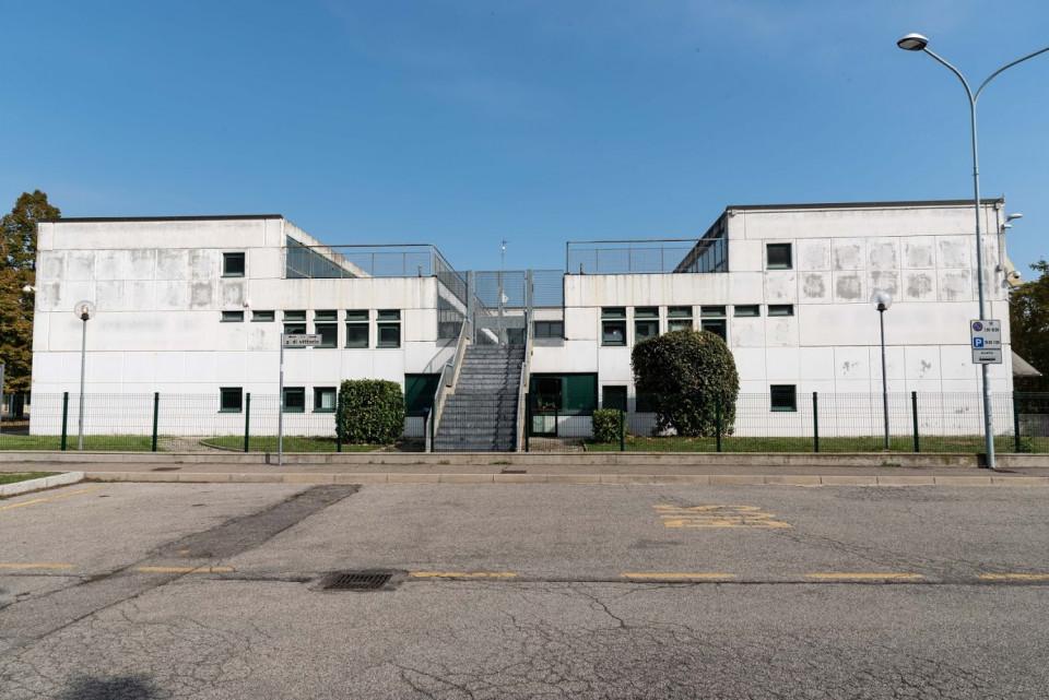 Scuola Secondaria Due Risorgimenti, Calderara. I muri prima dell'affissione