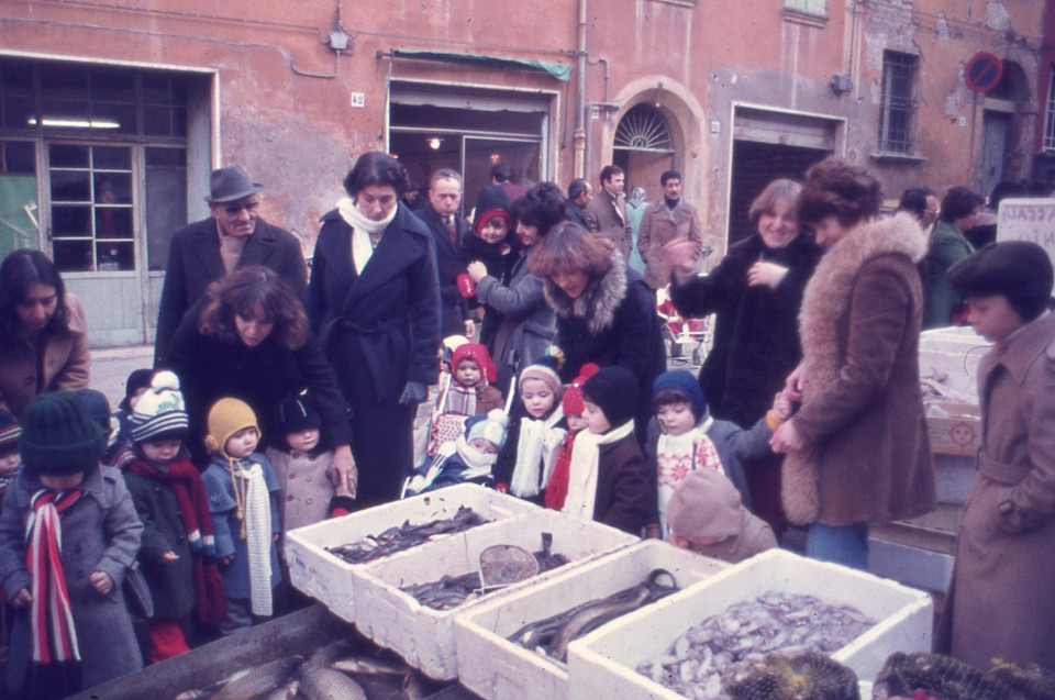Gita del Nido Peter Pan al mercato di San Giovanni in Persiceto, 1981