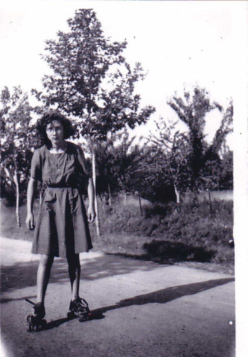 Con i pattini, alla fine della guerra, 1945