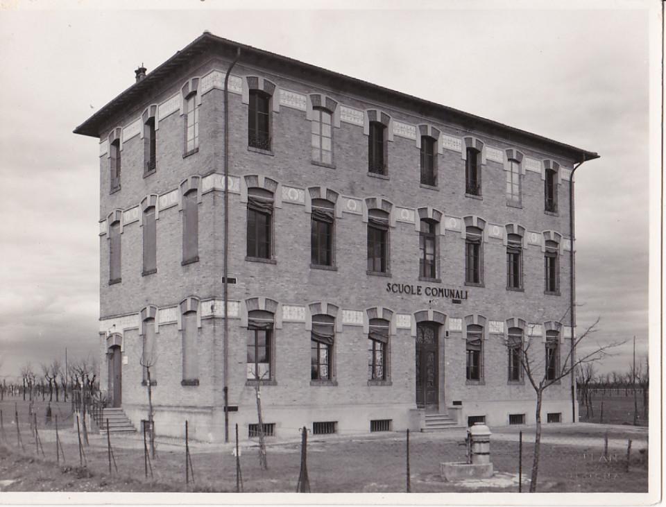 Scuola di Tavernelle (ora edificio con appartamenti privati)