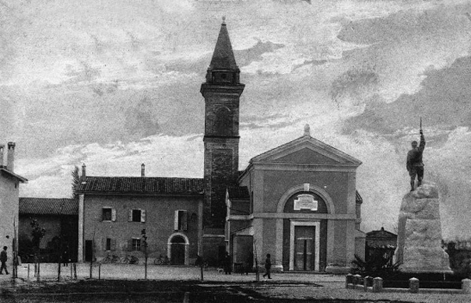 Chiesa parrocchiale di Calderara di Reno e Monumento ai Caduti in una cartolina del 1928
