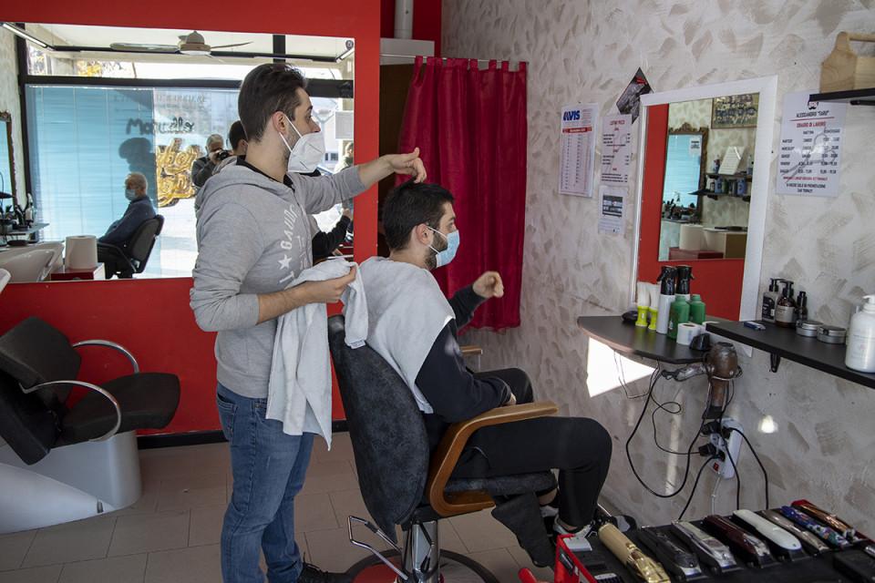 M&M Barber Shop, Calderara