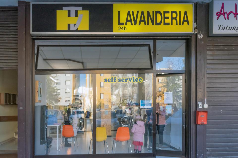 Lavanderia Self Service, Calderara