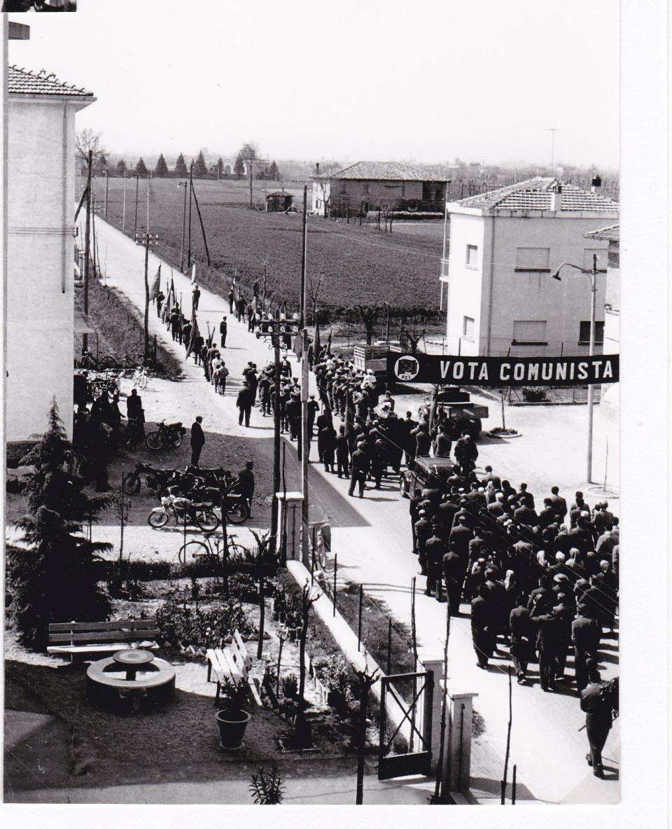 Funerale civile su via Roma a Calderara, fine anni '50