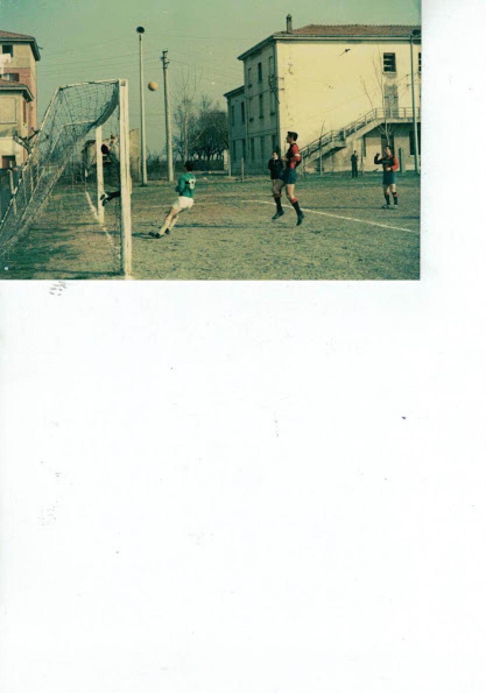 Partita di calcio a Calderara nel campo sportivo. Anni '70