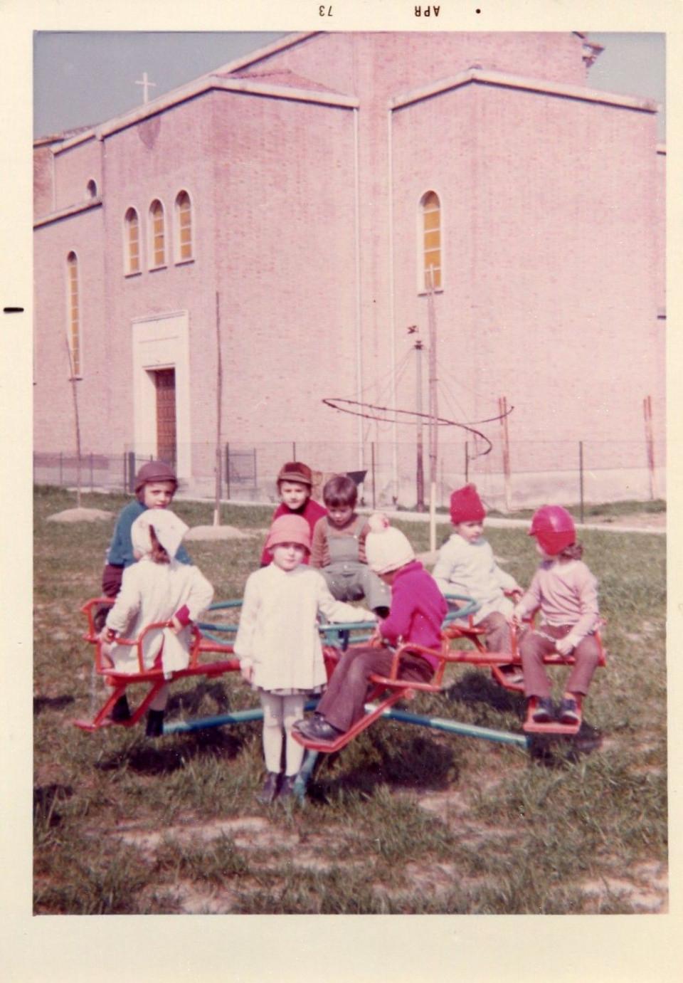 Scuola dell'infanzia comunale Arcobaleno, aprile 1973