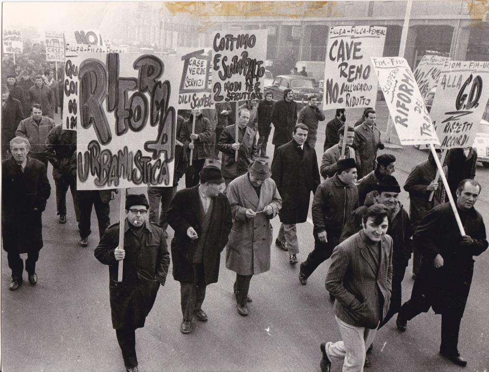 Manifestazione a Bologna degli operai di Cave Reno
