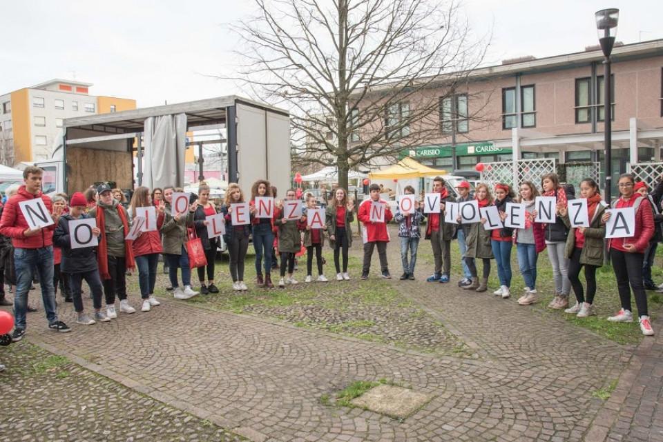 Flash mob per dire NO alla violenza sulle donne, novembre 2016