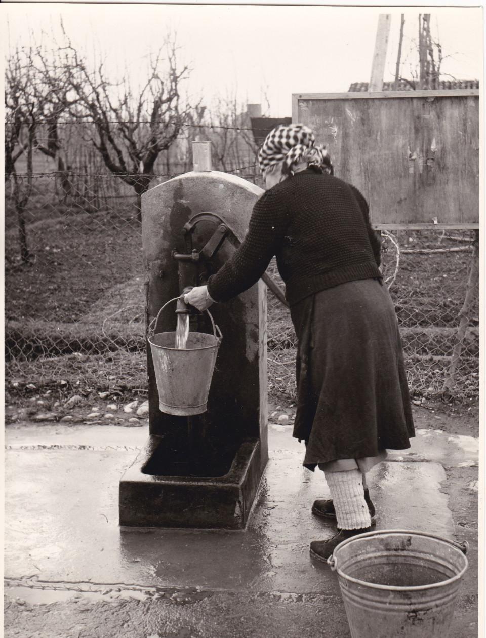 Fabbreria : Donne che fanno il bucato