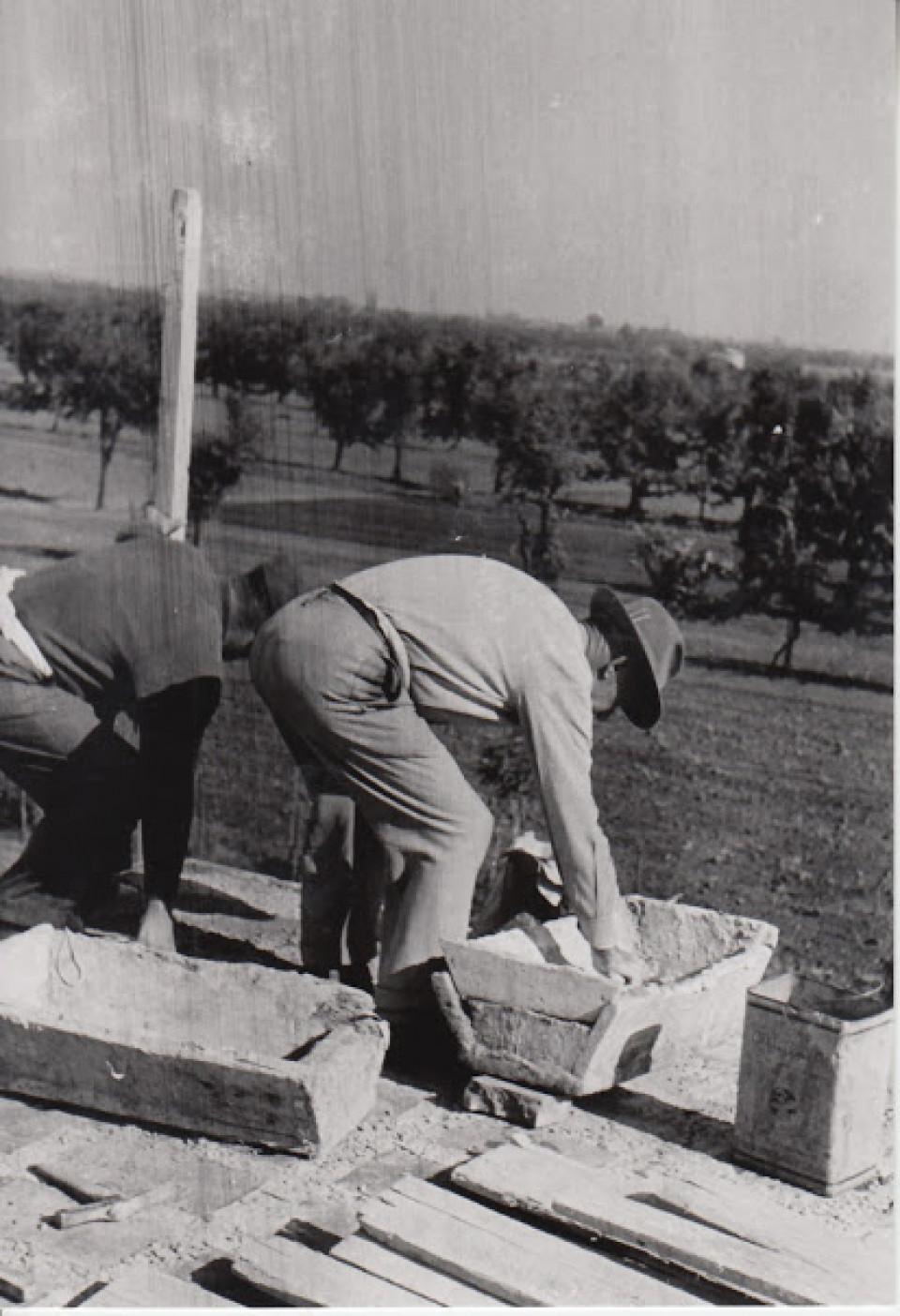 La costruzione della Casa del Popolo, Calderara, via Roma. Anni '50